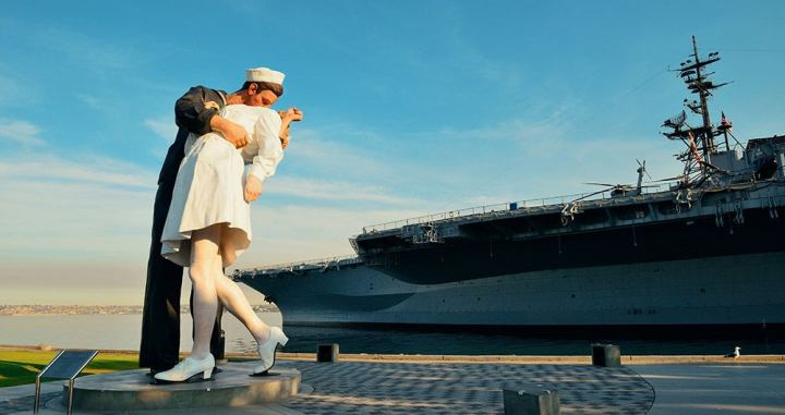 'Unconditional Surrender', en el embarcadero de San Diego (California, Estados Unidos) / SHUTTERSTOCK