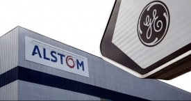 Una planta de Alstom junto a un cartel de General Electric