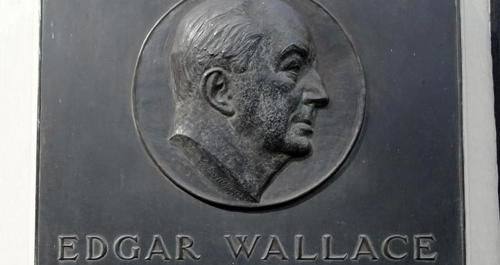 Edgar Wallace. Plaque at Ludgate House, 2 9 Ludgate Circus, London 107 Fleet Street, London, EC4A 2AB