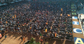 Los motoristas concentrados en la Plaza mayor de Vic en la Diada / MOTARDS INDEPENDENTISTES