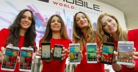 Cuatro azafatas en el Mobile World Congress (MWC) / CG