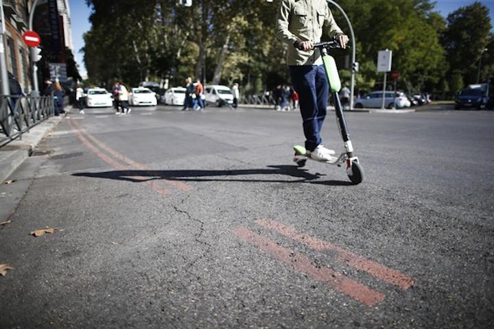 Un usuario de patinete eléctrico / EUROPA PRESS