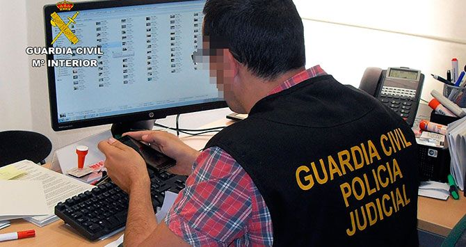 Un agente de la Policía Judicial de la Guardia Civil / CD