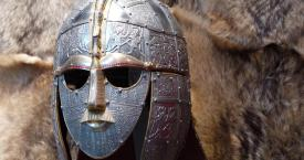Yelmo anglosajón de Sutton Hoo. Beowulf