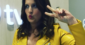 Laura Fa luciendo una chaqueta de su color favorito, el amarillo / INSTAGRAM