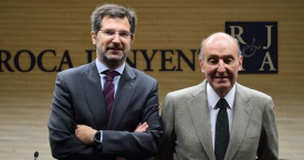 Joan Roca, presidente Ejecutivo del Consejo de Administración, junto a Miquel Roca / ROCA JUNYENT