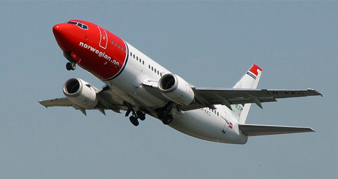 Un avión de Norwegian en plena maniobra de despegue / EP