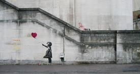'Banksy Girl and Heart Balloon', pintura hecha en el South Bank de Londres / DOMINIC ROBINSON
