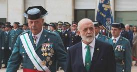 El general Garrido junto al ya exdirector general de la Guardia Civil, Félix Azón / EFE