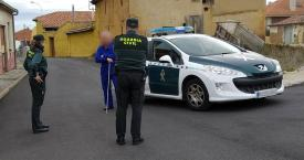 Guardias civiles sin mascarilla ni guantes para protegerse frente al coronavirus / GUARDIA CIVIL