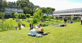 Estudiantes en el campus de la Universidad Autónoma de Barcelona / UAB